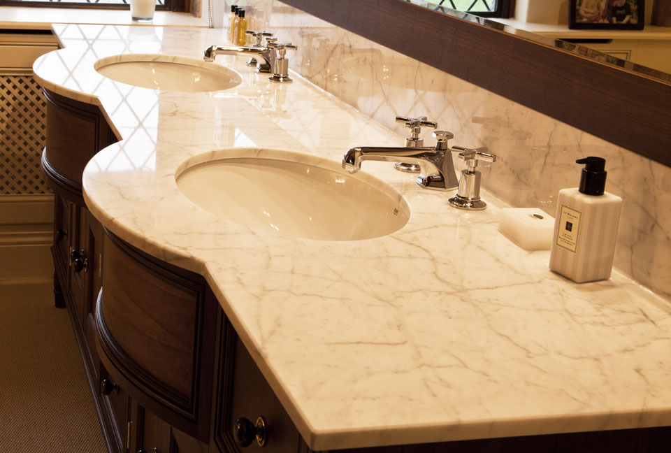 Statuarietto Extra Marble (cabinetry by Grand Union Designs Ltd)