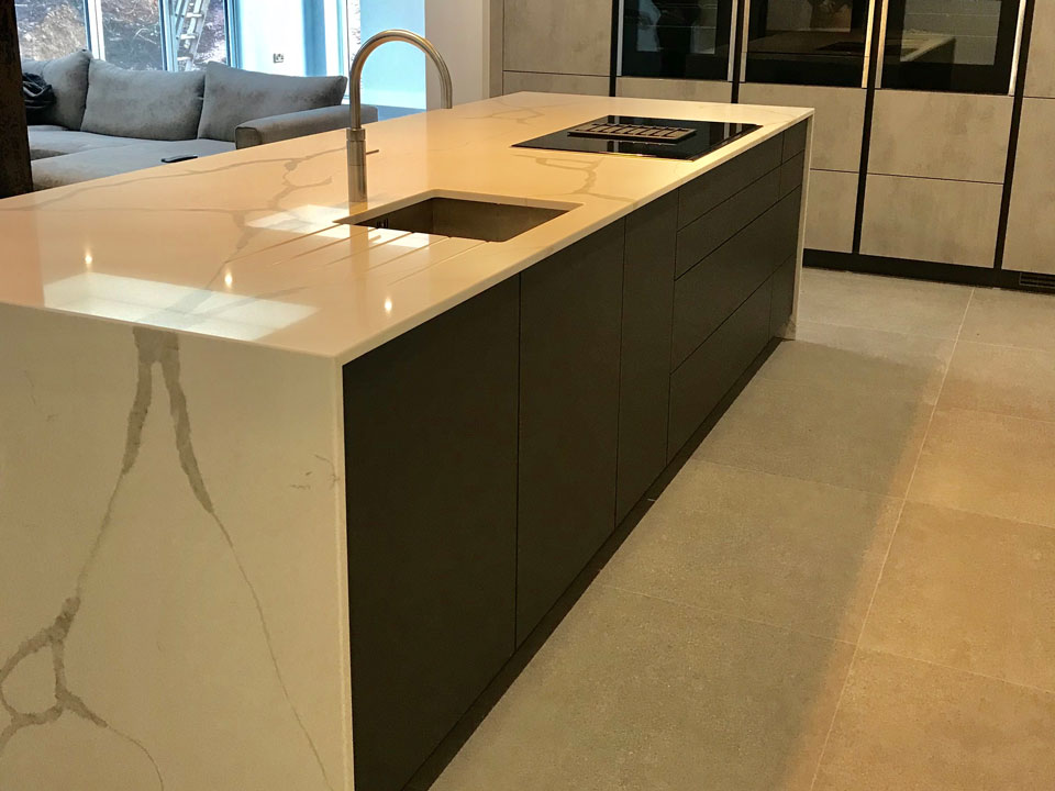 AG Quartz Blanco Calacatta (cabinetry by KitchenSMART)