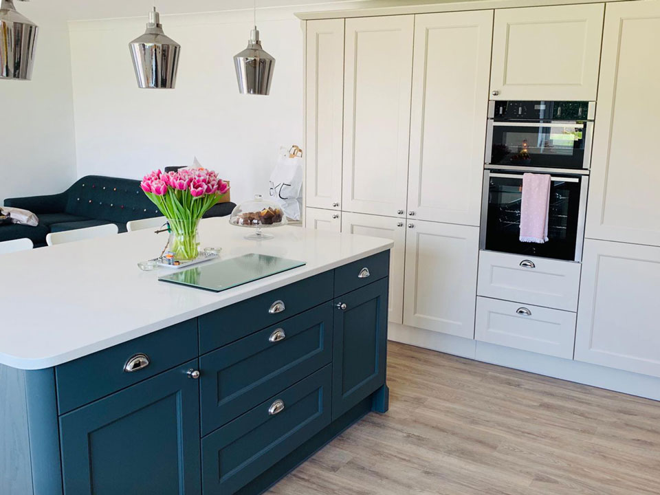 AG Quartz Blanco Ice (cabinetry by Paul Rowles Kitchens)